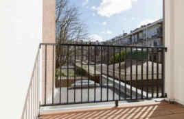 Balkon met houtenvloer