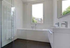 Design badkamer met ligbad